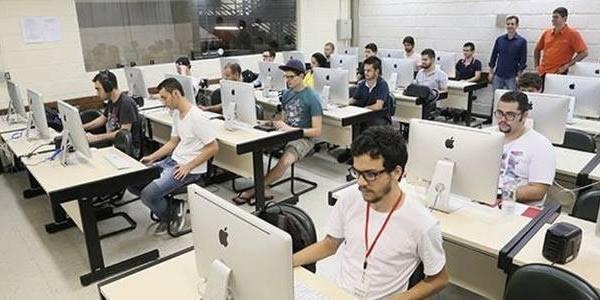 Faculdade oferece bolsa de estudos para quem for jogador de League of Legends.
