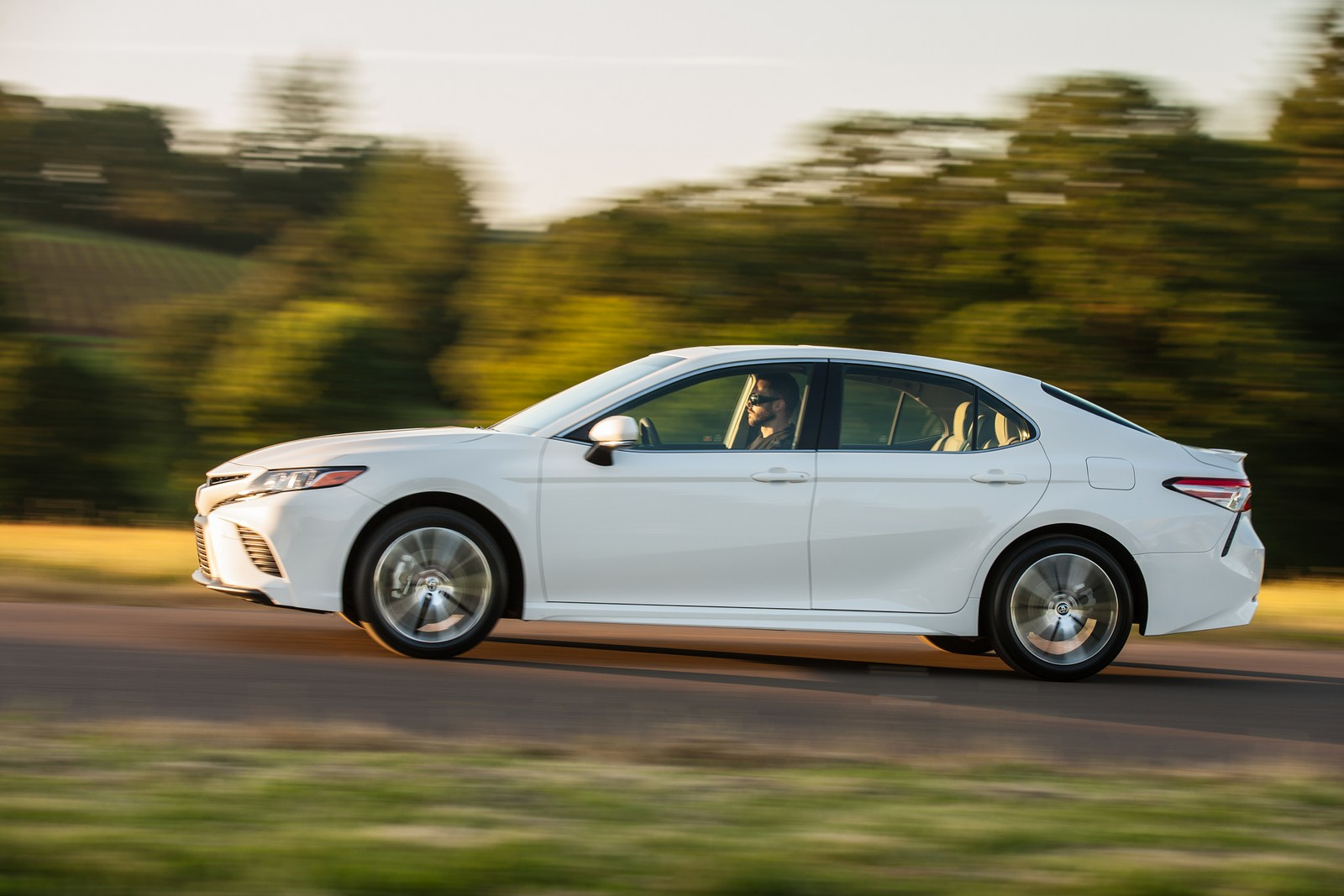 Accord Vs Camry >> 2018 Honda Accord Vs 2018 Toyota Camry: Let The Battle Begin | Carscoops