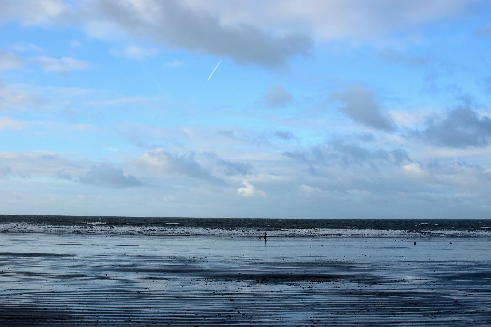 Newport Sands, Beach, Bay, Coast, Pembrokeshire, Pembrokeshire Coast, days out, free days out, visit Pembrokeshire, travel, family adventure, family day out, adventure, outdoors, get outdoors, family travel, beautiful beach,