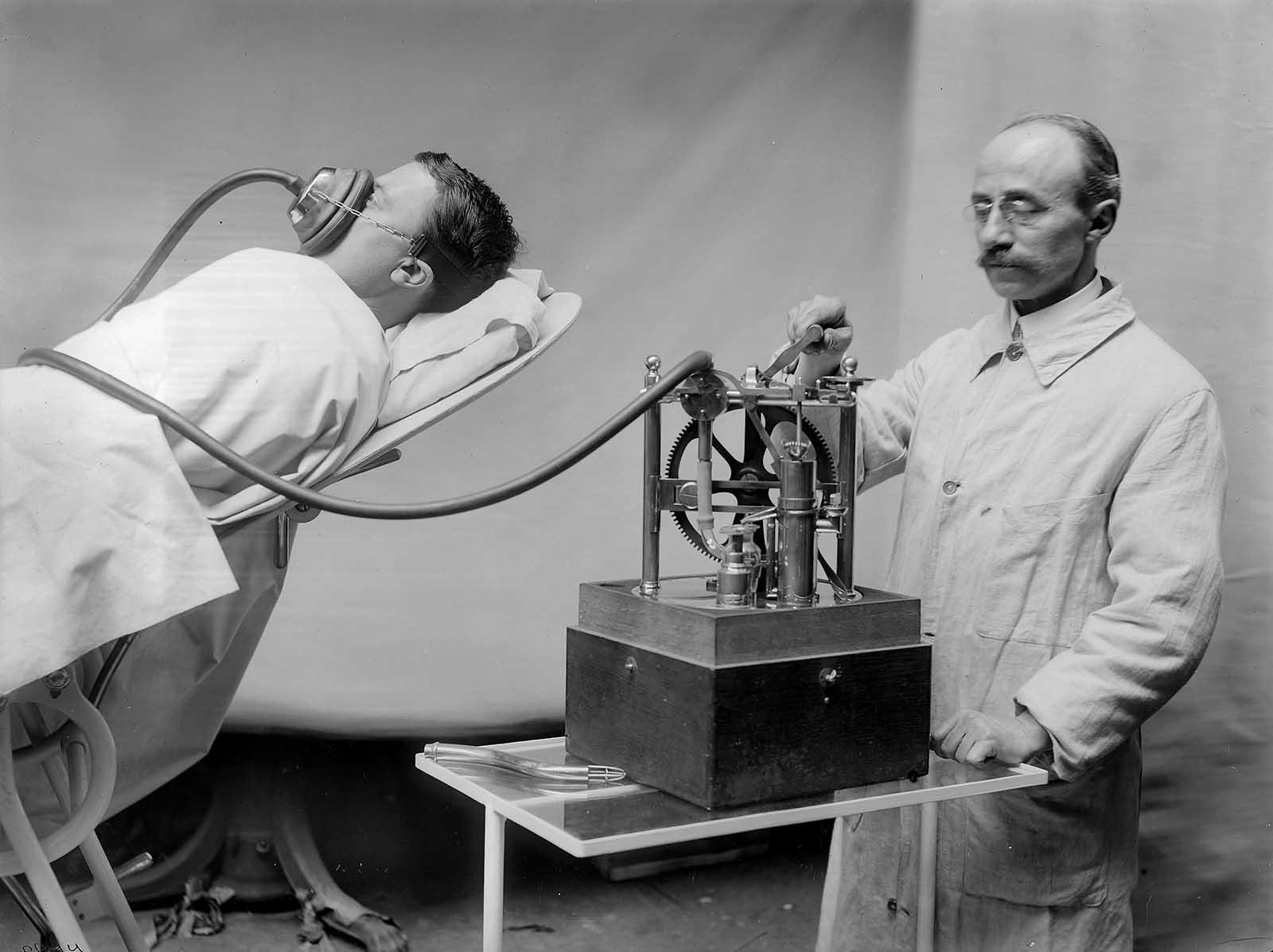 Máquina de anestesia R. Dubois en Francia, hacia 1913.
