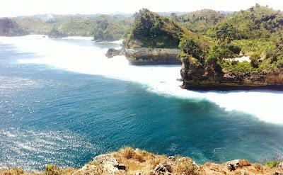 pesona pantai batu bengkung malang