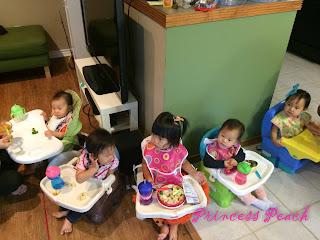 小寶寶排排坐吃飯中