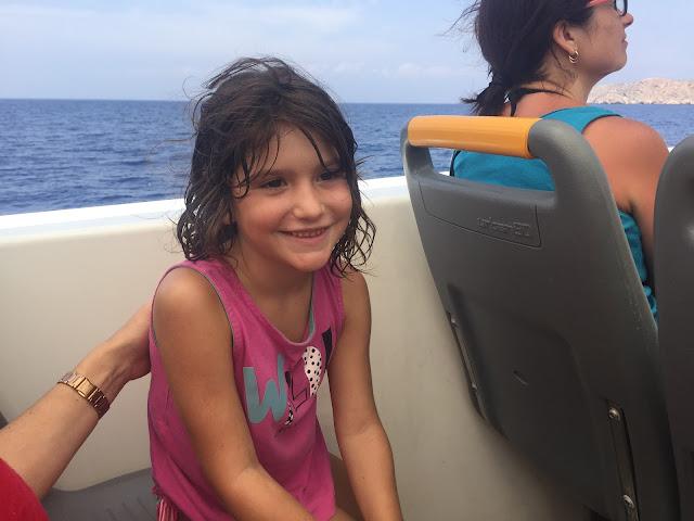 Paula disfrutando del paseo en barca