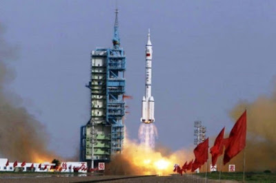 Διαστημικός πόλεμος σε εξέλιξη: Η μυστηριώδης ανατίναξη του «Long March-5» ξυπνά εφιάλτες γύρω από τη Σελήνη
