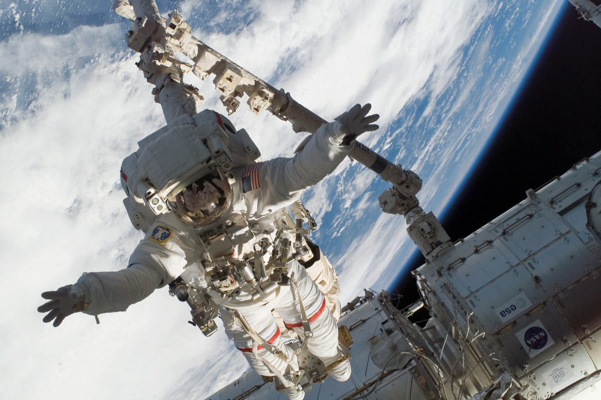 Astronaut HQ Wallpapers and Pictures | Astromic's Backyard
