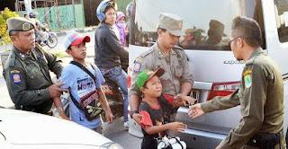 Pengendara Kendaraan Bermotor Minta Anjal Di Lampu Merah Dekat Gedung DPRD Karawang Segara Ditertibkan