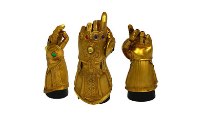 San Diego Comic-Con 2019 Exclusive Marvel's Infinity Gauntlet Snap Desk Monument by Surreal Entertainment