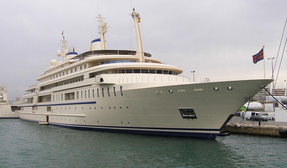f98ae7f85 O Al Said é de propriedade do sultão de Omã, possui 6 pavimentos e uma sala  de concertos com capacidade para ...