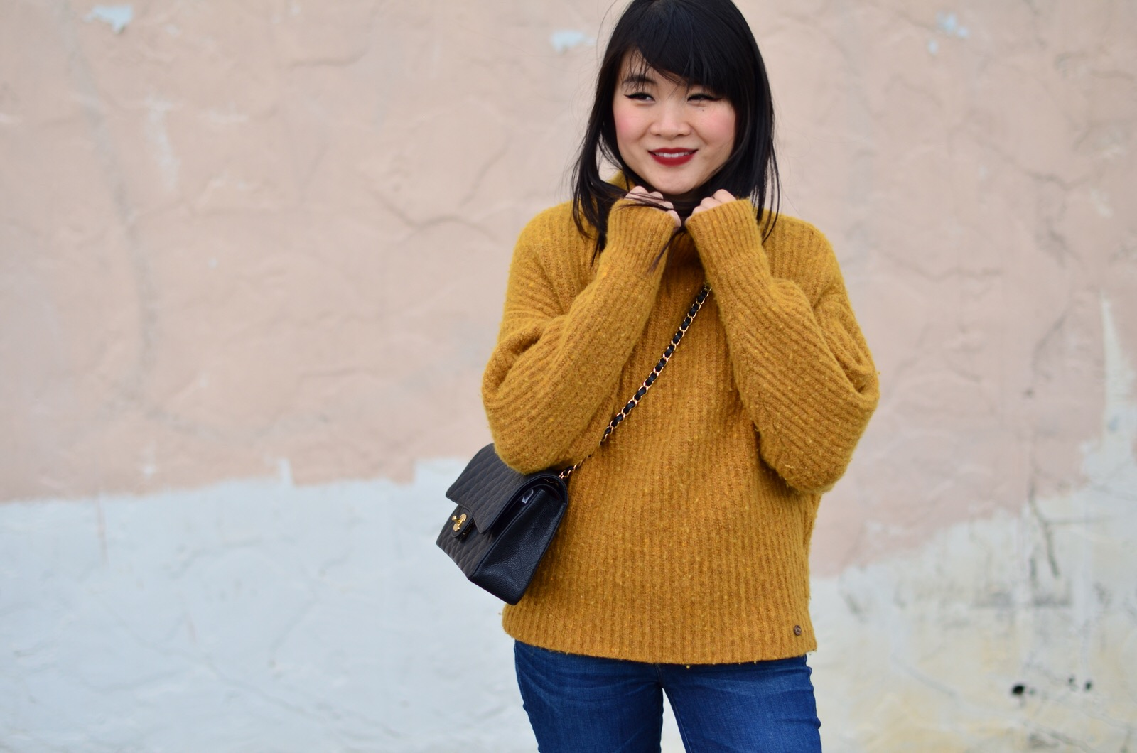 fall outfit inspiration chunky mustard yellow sweater levis jcrew stuart weitzman hiline