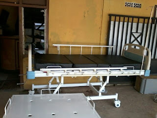 Tempat tidur rumah sakit 2 engkol