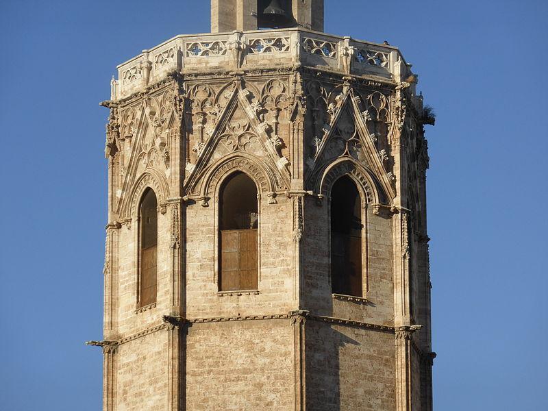 800px Ventanales de la sala de campanas de la torre del Miguelete o Micalet%252C de la catedral de Valencia%252C Espa%25C3%25B1a