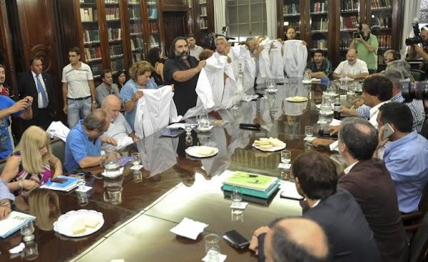 El Gobierno derogó la paritaria nacional docente por decreto