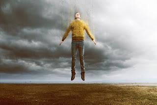 Die Anschauung, dass es nichts Übernatürliches geben kann stammt im Abendland aus Zeiten, als man von einem geschlossenen Weltbild ausging. Dieses Weltbild ist schon rein wissenschaftlich überholt. Wer die Maße der Realität über seine begrenzte Wahrnehmungsfähigkeit bestimmt und begrenzt, muss entweder dumm oder aber arrogant bzw. beides sein.