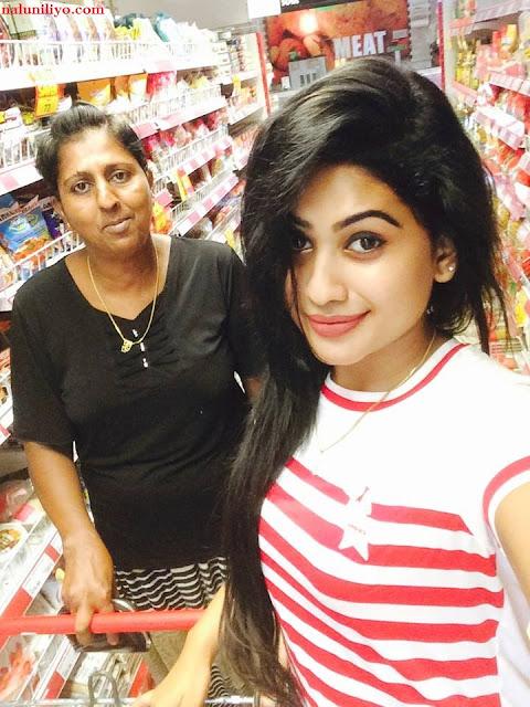 Piumi Hansamali shopping