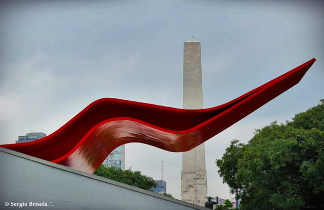 Fotocomposição com a Labareda (marquise) do Auditório Ibirapuera e o Obelisco do Ibirapuera ao fundo