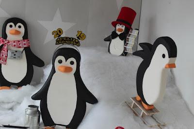 Decoración de escaparate de Navidad con pingüinos