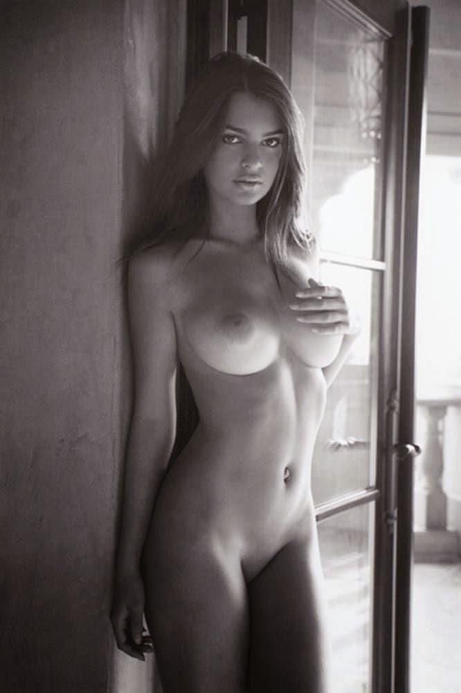 Sririta Jensen  nackt