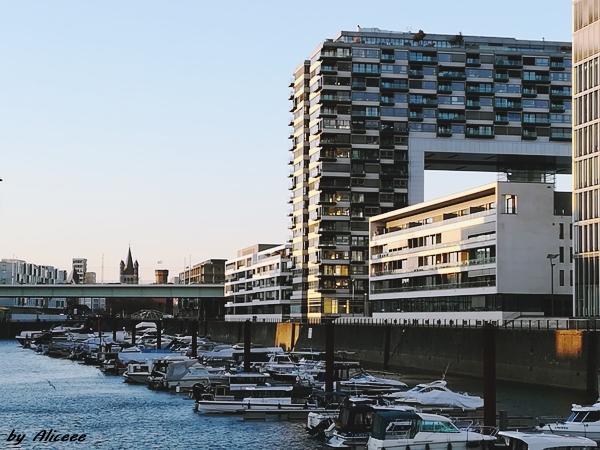 Arhitectura-modernista-in-Rheinauhafen