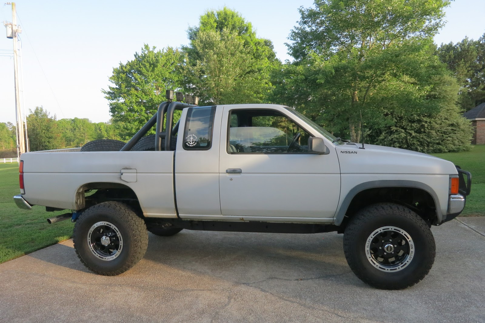 Nissan D21 4X4 gallery
