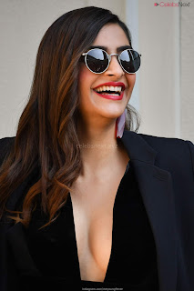 Sonam Kapoor looks absolutely fabulous in Black   .xyz Exclusive 009.jpg