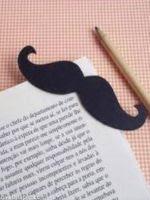 http://manualidadesparaninos.biz/marcapaginas-bigote/