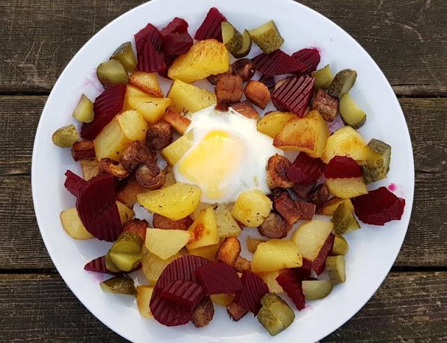 Rezept aus Dänemark: Biksemad im Backofen zubereiten. Mit roten Beeten schmeckt dieses dänische Resteessen schön deftig.