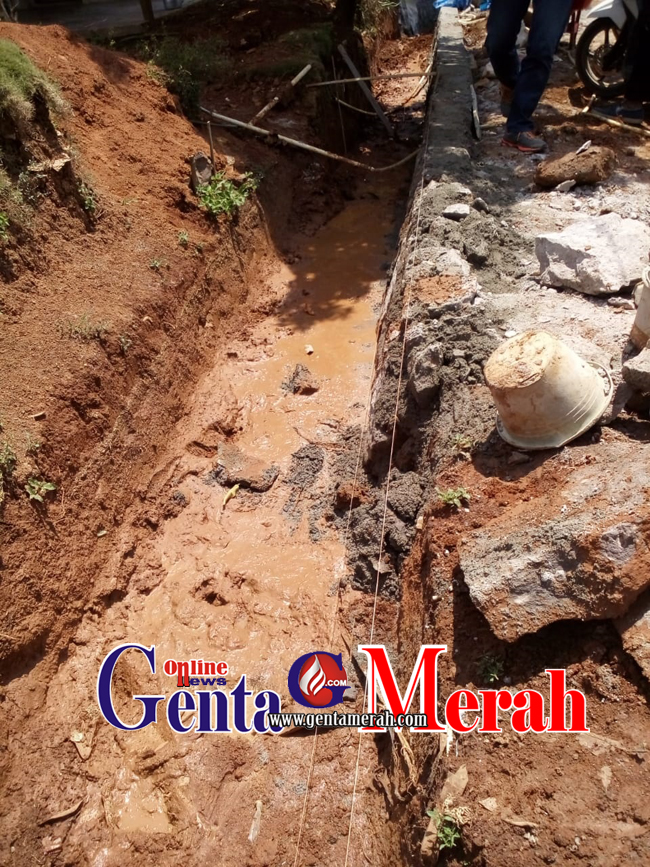 Pembangunan Siring Pasang Anggaran DD Lebakpeniangan Asal Jadi