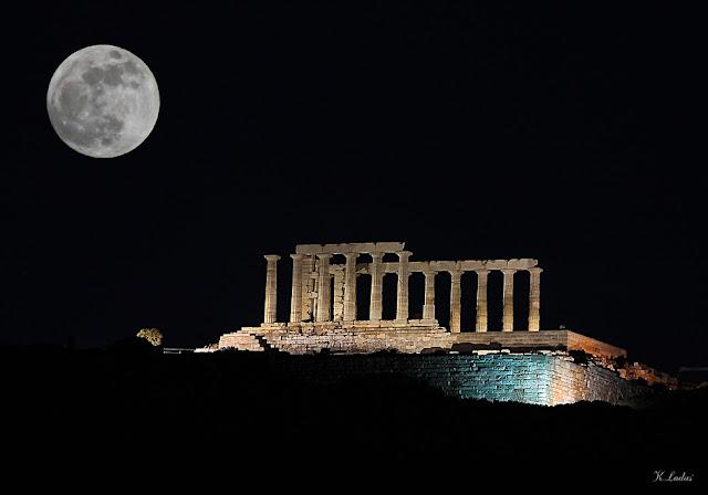πανσεληνος στον ναο του Ποσειδωνα στο Σουνιο_ φωτο Κώστας Λαδάς