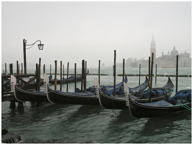 gondolas in the rain by betitu