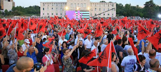DW: Εκλογές στην Αλβανία, στην «Κολομβία της Ευρώπης»