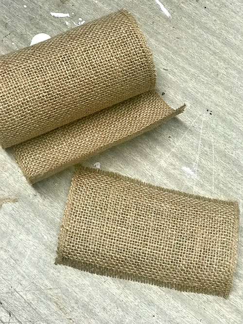 Rolled burlap for basket upcycle. Homeroad.net