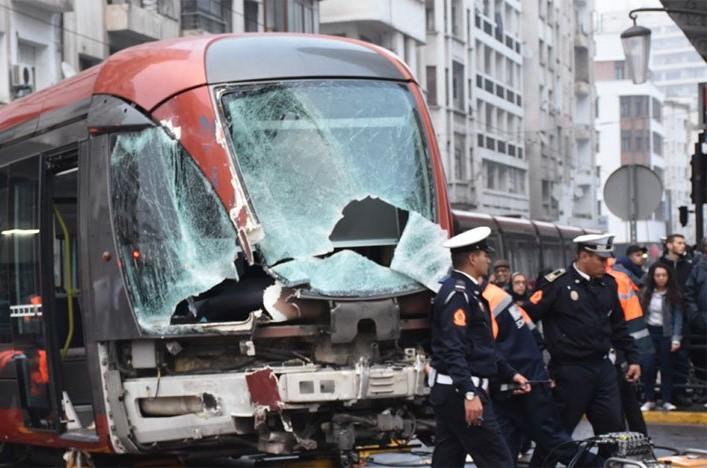 """شاحنة تسقط جرحى من ركاب عربات """"الترامواي"""" في الدار البيضاء"""