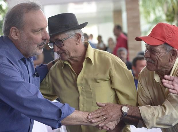 Armando inicia campanha com atividades em Petrolina, Caruaru e no Recife