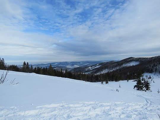Widok ze stoków Jasnej Góry na Beskid Makowski.