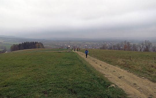 Stok Rabskiej Góry z widokiem na Rabę Wyżną.