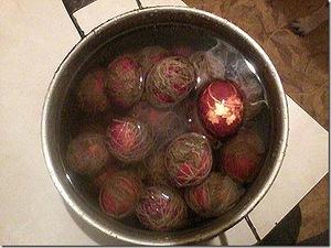 Мастер-классы и идеи по окраске яиц, Декупаж вареных яиц на крахмале, Значения символов, используемых при росписи пасхальных яиц, Кружевные пасхальные яйца, Мозаичные пасхальные яйца, Окрашивание яиц луковой шелухой, Окрашивание яиц натуральными красками, Окрашивание яиц с помощью пены для бритья, Разноцветные яйца со спиральными разводами, Секреты подготовки и окрашивания пасхальных яиц, Яйца «в крапинку», Яйца с растительным рисунком, как покрасить пасхальные яйца в домашних условиях, чем покрасить яйца на Пасху, пасхальные яйца фото, пасхальные яйца картинки, пасхальные яйца крашенки, пасхальные яйца писанки, красивые пасхальные яйца своими руками, методы окрашивания пасхальных яиц, как покрасить яйца, когда красят яйца, чем красят яйца, пасхальные традиции, Секреты подготовки и окрашивания пасхальных яиц, Символика рисунков на пасхальных яйцах, как украсить пасхальные яйца, чем украсить пасхальные яйца, подготовка яиц к окрашиванию, когда нужно красить яйца,яйца пасхальные, стол пасхальный, декор пасхальный, яйца, украшение яиц, декор яиц, Пасха, советы, мастер-класс, рекомендации, идеи пасхальные, http://eda.parafraz.space/, Яйца с растительным рисунком,
