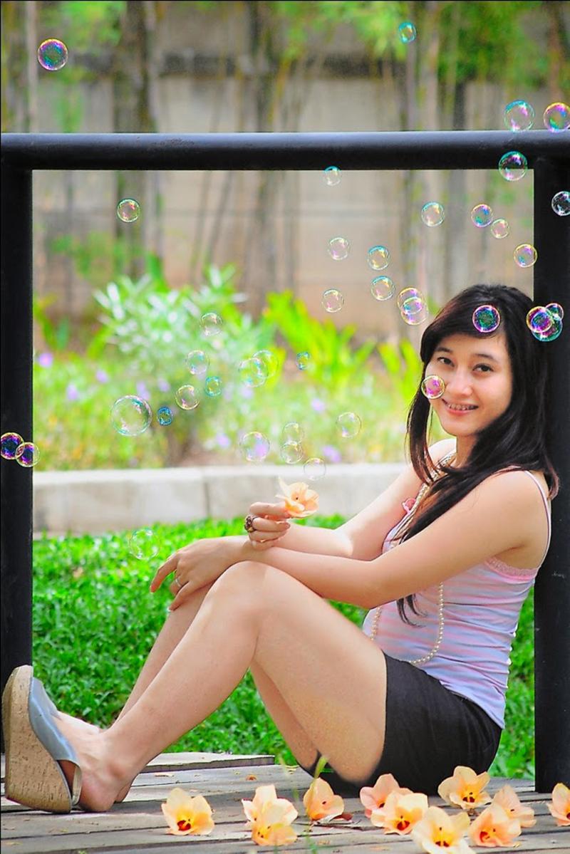 Tanktop Pink mahasiswi manais Jakarta Viny
