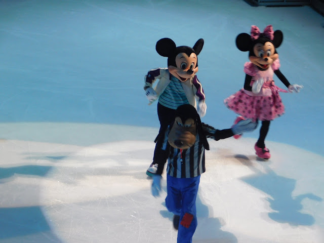 Disney on Ice presents Follow Your Heart | Minnie, Mikey, and Goofy