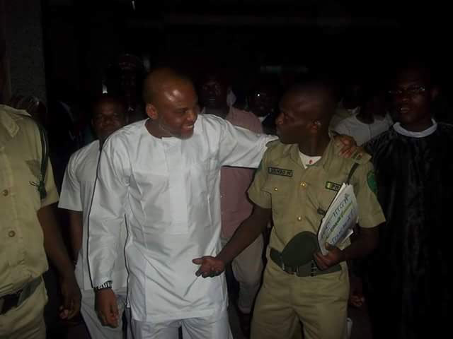 Check out this photo of Nnamdi Kanu and prison warders in court today
