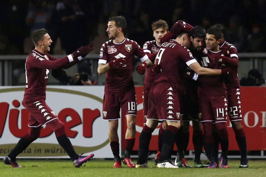 Marco Benassi anotou o segundo gol do Torino, em lindo toque de letra (Foto: AFP PHOTO / MARCO BERTORELLO)