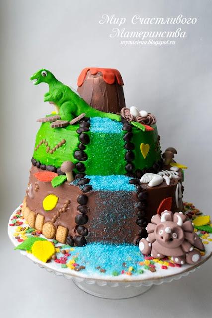 торт с динозаврами многоярусный