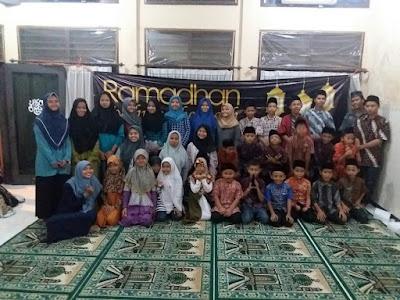 Bulan Sedekah, IPM Genteng Berbuka Bersama dengan Puluhan Anak Panti
