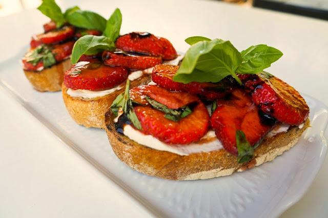 Tips på lunch eller förrätt till midsommar - jordgubbsbruschetta