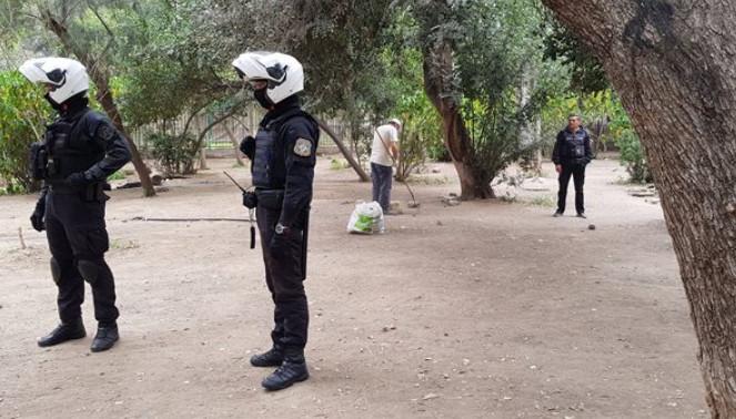 Στο Πεδίον του Άρεως μαζεύουν τα σκουπίδια με προστασία ένοπλων αστυνομικών