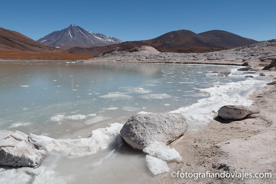 Salar de Talar, Aguas Calientes o Piedras Rojas en Chile, desierto de Atacama