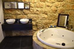 Hidromasaje en baño moderno