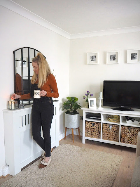 How DIY and working on interior projects help boost my wellbeing and help me with my mental health. I've struggled with depression and anxiety for years, however have found a love for DIY, upcycling and crafting and have seen an improvement in my mental health. Tips on how DIY can boost your wellbeing.