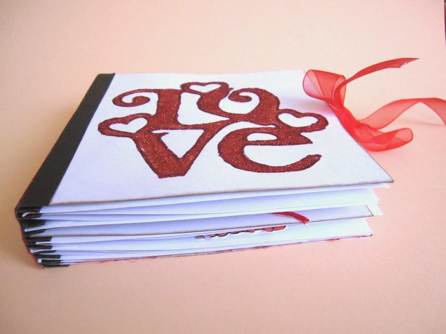 resultado final del tutorial LOVE mini-álbum scrapbook, diagonal tumbado