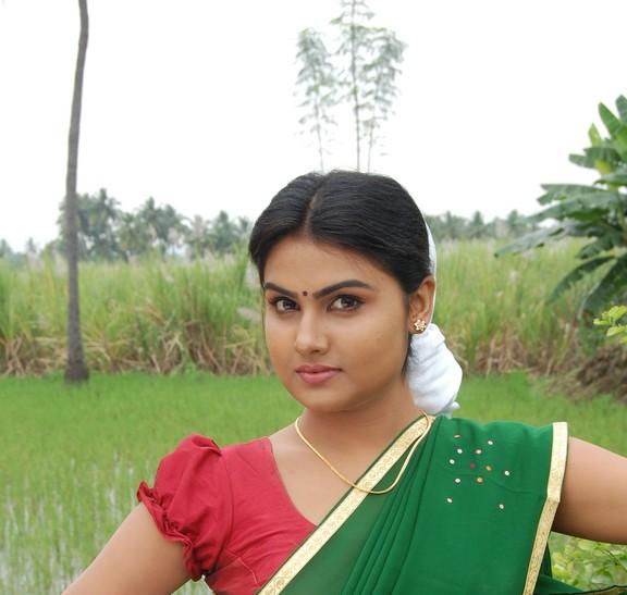 MALAYALAM FILM ACTRESS & NEWS: Malayalam Serial Actress