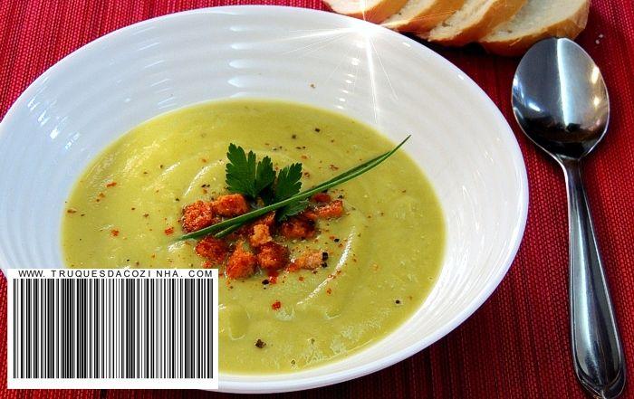 Sopa de ervilha seca cremosa com cebola e alho vegana